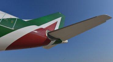 Alitalia, via libera per gli stipendi. 2020 a -484 milioni di euro