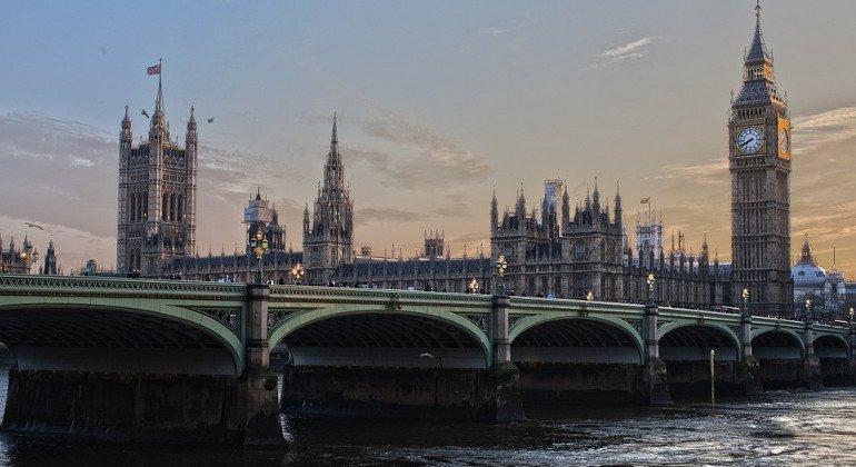 La decisione del Regno Unito: chiusi tutti i corridoi di viaggio