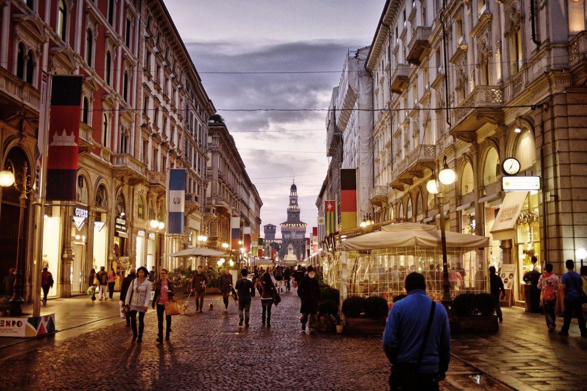 Turismo a Milano, soltanto nel 2024 il ritorno alla normalità