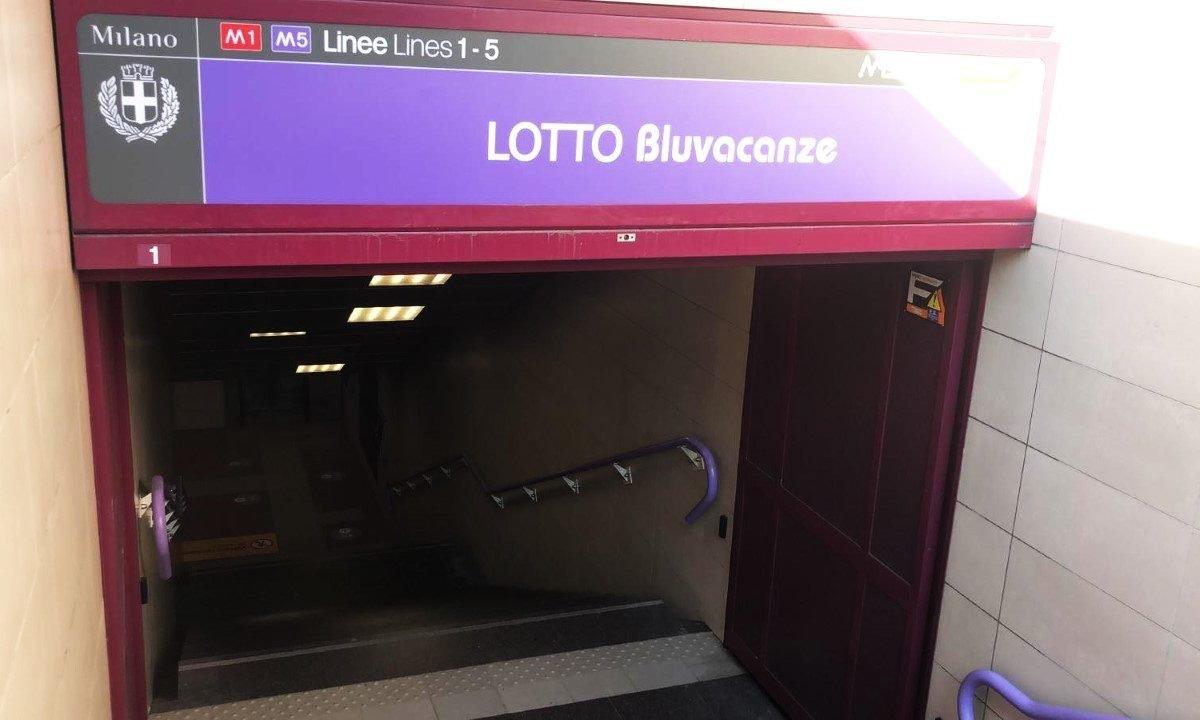 """A Milano la fermata """"Lotto Bluvacanze"""""""