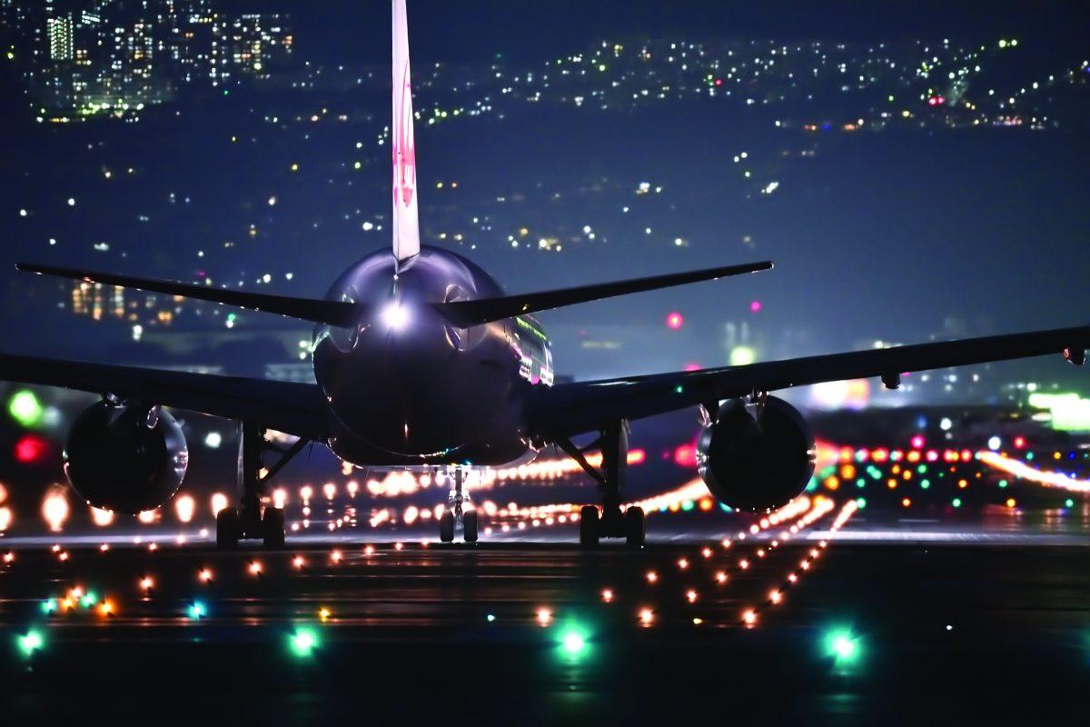 Vettori e aeroporti, investimenti tech rimandati