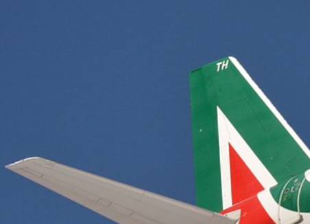 Alitalia, a casse vuote, atterra sulla scrivania di Draghi