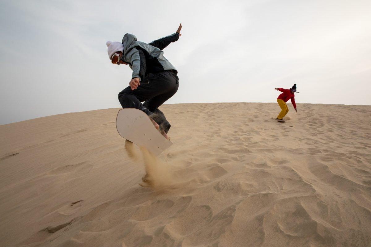Sci e snowboard sulle dune del Qatar