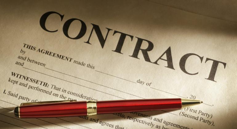 Costa e il contratto che fa discutere