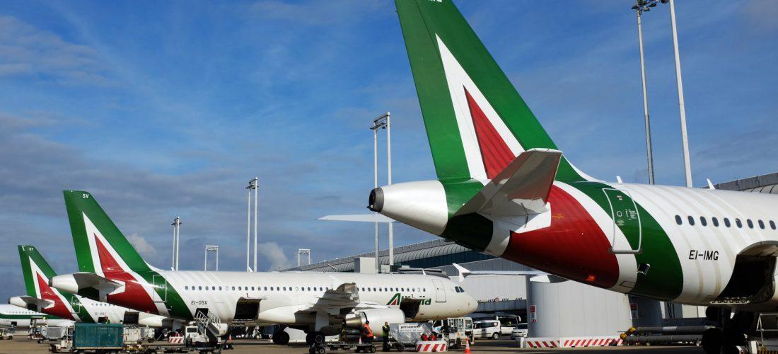 Alitalia tra polemiche sul brand e nodo bagagli