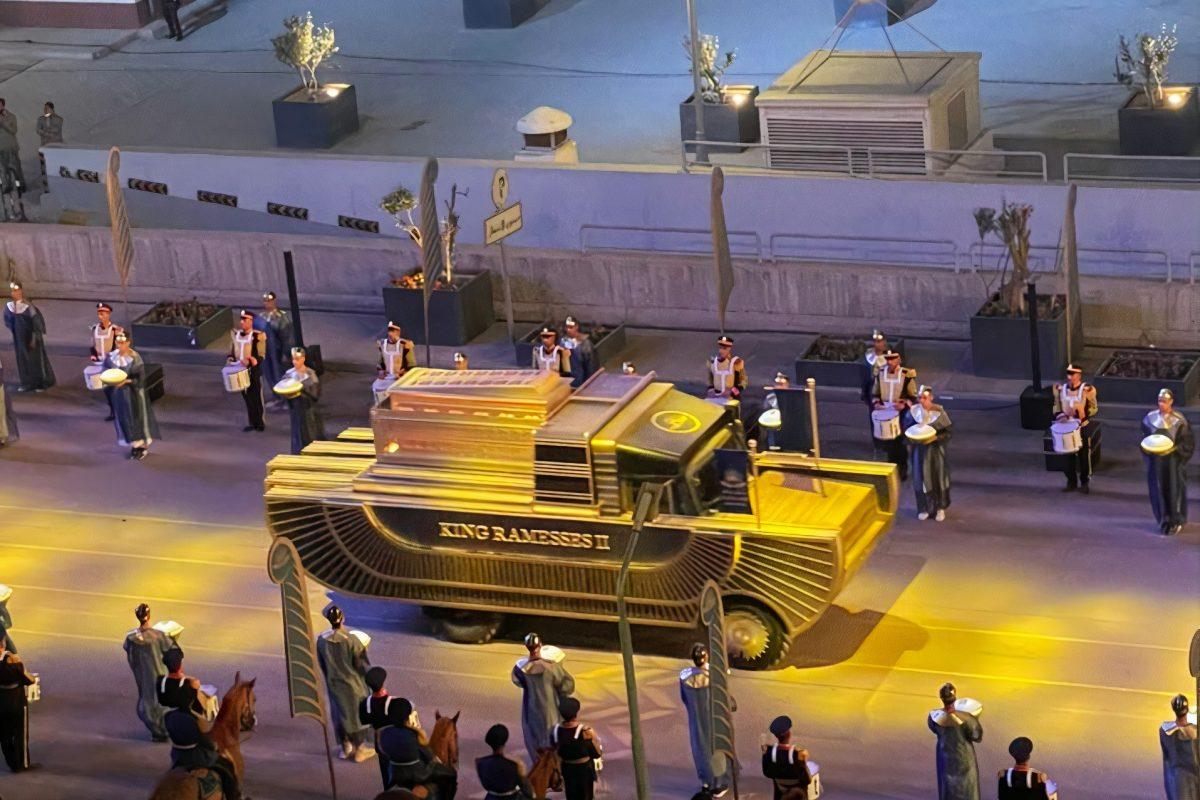 Parata di mummie al Cairo per il nuovo museo