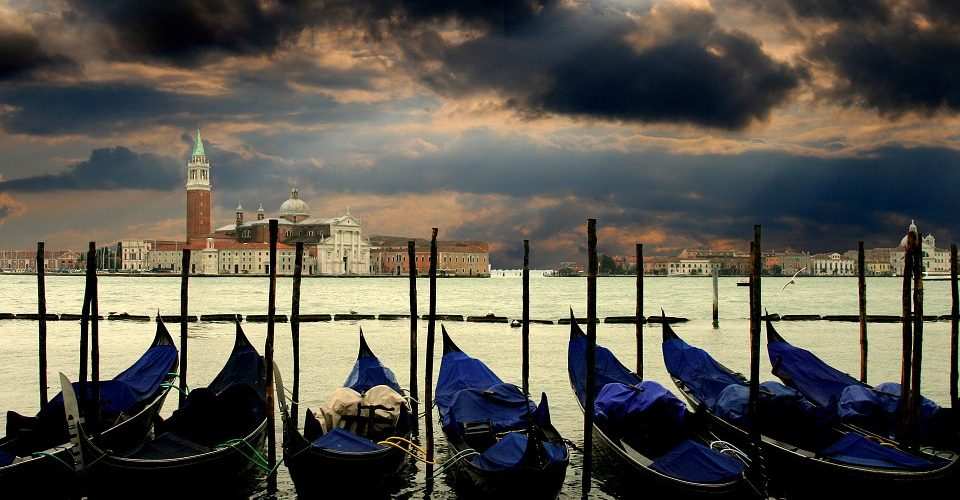 Stop grandi navi a Venezia: via libera a norma