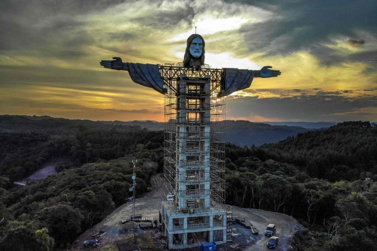 """Il nuovo Cristo colossale che """"sfida"""" Rio"""