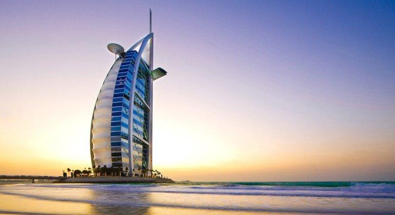Emirati, vaccino obbligatorio per partecipare agli eventi