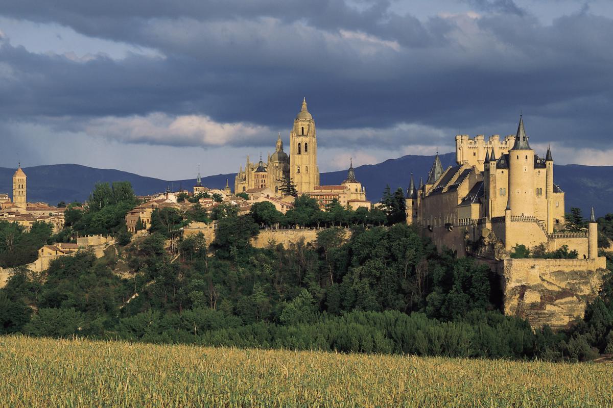 La Spagna conquista conil verde dell'Atlantico e le città patrimonio Unesco