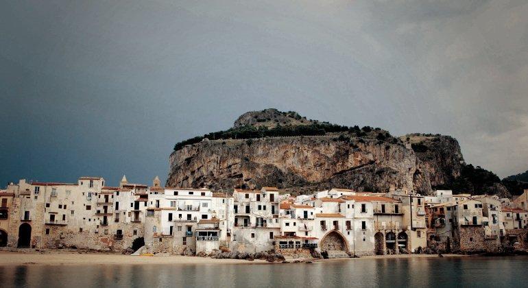 See Sicily, la mossa per aiutare le agenzie