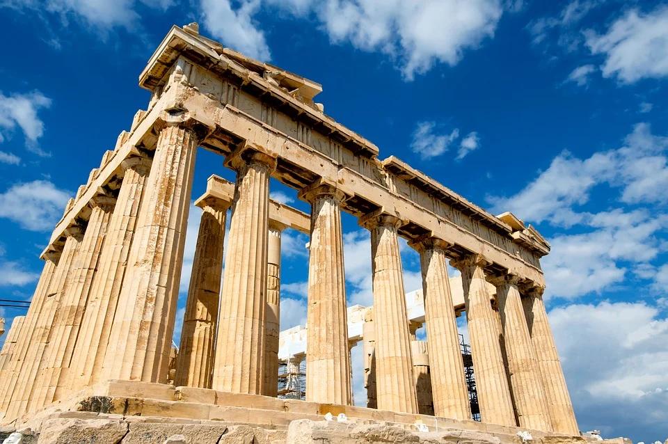 La Grecia modifica le regole di ingresso dei turisti