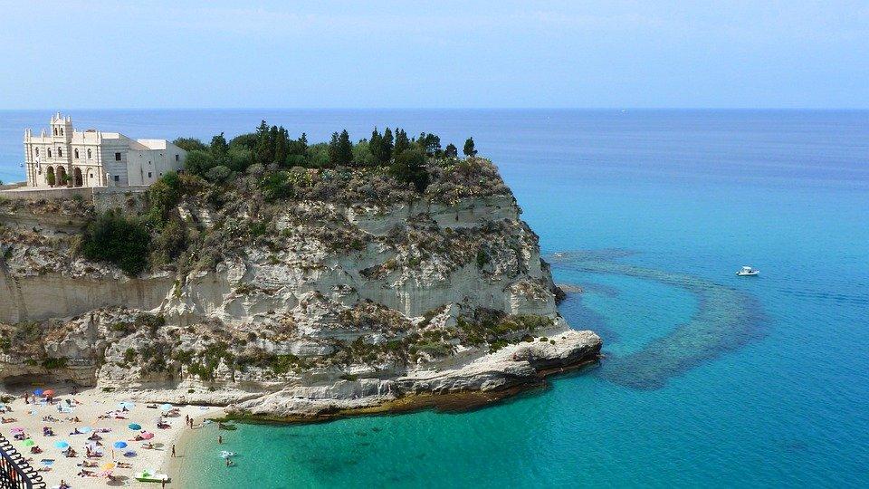 La Calabria rilancia con un nuovo disegno turistico