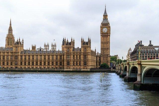 Gran Bretagna: l'industria dei viaggi scende in piazza